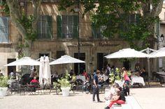 town square, Avignon  Avignonhttp://www.acommunaltable.com/wpcontent/uploads/2012/06/Avignon-Square.jpg