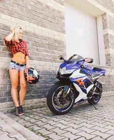 Born to ride. Dirt Bike Girl, Motorbike Girl, Motorcycle Bike, Lady Biker, Biker Girl, Motard Sexy, Tumbrl Girls, V Max, New Motorcycles