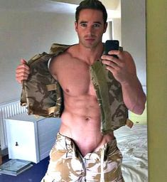 Hot Cops, Military Men, Army Men, Men In Uniform, Shirtless Men, Man Photo, Cute Faces, Good Looking Men, Muscle Men