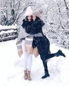 Best friend pictures, bff pictures, snow pictures, winter photos, w Snow Pictures, Bff Pictures, Best Friend Pictures, Ideas Fotos Tumblr, Fashion Clothes, Fashion Outfits, Fashionable Outfits, Fashion Trends, Snow Outfit