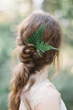 Wedding Hair Down - Don't waste your time on searching the perfect hairstyle for your wedding and just look through our greenery wedding hair ideas listing. Fern Wedding, Beach Wedding Hair, Wedding Hair Down, Wedding Hair Flowers, Wedding Hair Pieces, Wedding Updo, Flowers In Hair, Wedding Bride, Dream Wedding