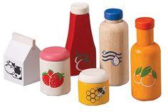 Food & Beverage Set Deze houten set bestaat uit een pak jus d'orange, fles water, pak melk, fles ketchup, pot jam en een pot honing.