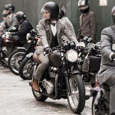 ' — Cafe Racer Gentleman's Essentials Triumph Cafe Racer, Cafe Racer Bikes, Cafe Racers, Triumph Motorcycles, Estilo Cafe Racer, Cafe Racer Style, Motorcycle Style, Motorcycle Outfit, Enfield Motorcycle