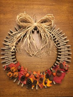 Easy Fall Wreaths, Diy Fall Wreath, Thanksgiving Wreaths, Wreath Crafts, How To Make Wreaths, Wreath Ideas, Popsicle Stick Crafts, Craft Stick Crafts, Fall Crafts