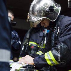 Sapeur pompier de la BSPP lors d'un exercice appliquant le plan NoVi [Ref:2116-15-0397] #BSPP #sapeurspompiers #novi #orsec #armeedeterre #planrouge #triage #casque