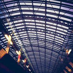 Eurostar.    . . . . . #instapassport #theglobewanderer #visualmobs #forahappymoment #travelon #exploringtheglobe  #thisislondon #agameoftones #ig_masterpiece #travelog #heatercentral #london_only #seemycity #aroundtheworldpix #mytinyatlas #citybestpics  #flashesofdelight #campinassp #guardiancities #citylimitless #shutup_london #thecreative #londoncalling #unlimitedlondon #createcommune #illgrammers #londoncollective #shotaward #city_explore London Calling, Travelogue, Cool Pictures, Explore, City, Exploring