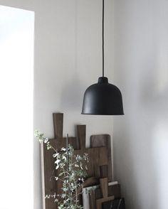 Via Mikkel Dahlstroem | Muuto Grain Lamp in Black | Kitchen