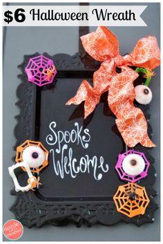 DIY Halloween wreath decorations using Dollar Tree Halloween decor. Easy cheap Halloween crafts. via @https://www.pinterest.com/dazzlefrazzled/ #diyhalloweencrafts