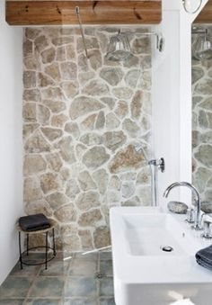 27 Wonderful Bathroom with Stone Wall Ideas bathroomremodel bathroomdesign bathroomideas 601371356470965235 Natural Stone Bathroom, Natural Stone Flooring, Natural Stone Wall, Bathroom Design Small, Bathroom Interior Design, Modern Bathroom, Interior Stone Walls, Bathroom Wall, Bathroom Ideas
