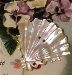 A Vintage Carved Mother of Pearl MOP Button Victorian Ladies Hand Fan Design