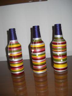 Trio de garrafa decorada com linha