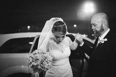Casamento - Wedding - Rio de Janeiro - Brasil - Brazil - RJ - Raoní Aguiar Fotografia - Cerimônia - Igreja católica - Centro do Rio - Rio antigo - Outeiro da Glória - Pai da noiva - Saindo do carro