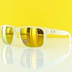 Oakley Holbrook™ SW Series polarizado! Lindo óculos com lentes espelhadas douradas com 100% de proteção UV! Armação em O Matter®, material exclusivo da Oakley resistente a impactos e a altas temperaturas, além de ser muito mais leve!   (Fonte: Oakley)  Saiba mais sobre este incrível modelo e ADQUIRA O SEU! http://produto.mercadolivre.com.br/MLB-527225880-oakley-holbrook-original-oculos-de-sol-oakley-holbrook-_JM
