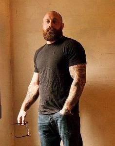 When many guys grow a beard, they think they have finally found the key to doing absolutely nothing when it comes to bathroom maintenance. Letting the beard grow is not a get-out-of-jail-free card for neglecting any type Bald Men With Beards, Bald With Beard, Great Beards, Awesome Beards, Hairy Men, Bald Man, Beard Styles For Men, Hair And Beard Styles, Bald Men Styles