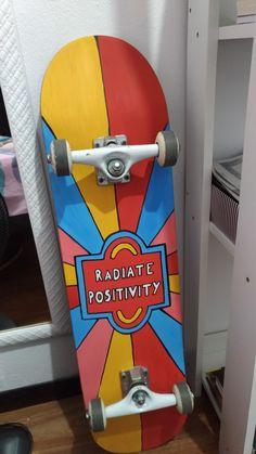 Skate pintado com inspiração no grafite feito pelo artista Bryan Deese Painted Skateboard, Skateboard Deck Art, Skateboard Design, Skate Bord, Skater Girl Style, Skate Photos, Longboard Design, Cool Skateboards, Skate Decks