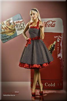 Forgotten Futures - Coca Cola Pin Up de Looks Rockabilly, Mode Rockabilly, Rockabilly Fashion, Retro Fashion, Vintage Fashion, Coca Cola Poster, Coca Cola Ad, Always Coca Cola, Pepsi
