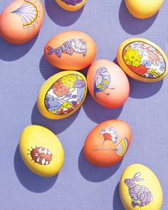 Clip-art line drawings make it easy to apply graphic patterns to colorful dyed eggs for Easter. Simply cut out the illustrations and glue them to the eggs with decoupage finish, then fill in the outlines. by Martha Stewart Living. Crafts For Kids To Make, Crafts For Teens, Crafts To Sell, Kids Diy, Martha Stewart, Inspiration Room, Easter Egg Dye, Easter Party, Easter Table
