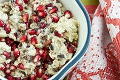 Overnight oats in a jar are a quick, easy breakfast! And this Vegetarian/Vegan Cocoa Nib & Pomegranate Overnight Oats recipe is perfect for fall. Breakfast Smoothie Recipes, Vegan Breakfast, Breakfast Ideas, Pomegranate Recipes, Pomegranate Seeds, Overnight Oats In A Jar, Cocoa Nibs, Oatmeal Recipes, Sans Gluten