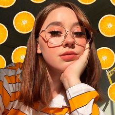 Orange Wall Pattern ❤️ It is time you introduce some yellow aesthetic colors in your life! Everything from nail art ideas to room décor involving yellow hues is gathered here! Art Hoe Aesthetic, Aesthetic Hair, Aesthetic People, Aesthetic Colors, Aesthetic Makeup, Aesthetic Photo, Aesthetic Pictures, Cute Makeup, Pretty Makeup