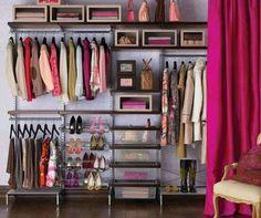 壁一面のクローゼット❣ フクシアピンクのカーテンが好き