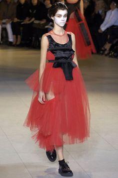 Comme des Garçons Spring 2007 Ready-to-Wear Collection Photos - Vogue