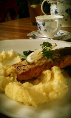 Salmon & mashed potatoes