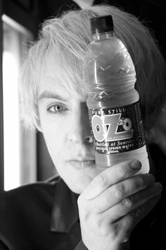 Nick Rhodes with drink Roger Taylor, John Taylor, Great Bands, Cool Bands, Pete Burns, Nick Rhodes, Simon Le Bon, Amazing Songs, Secret Crush