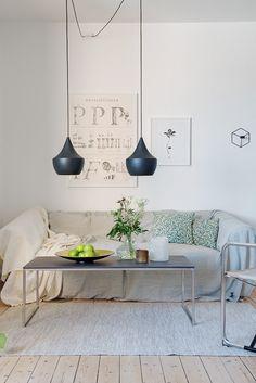 Släta vita väggar & vackra brädgolv