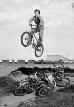 When kids were tough, not little pussys that sit in the house all day playing with their phones or tablets. Vintage Bmx Bikes, Velo Vintage, Foto Picture, Bicycle Shop, Bmx Bicycle, Bmx Racing, Bmx Freestyle, Road Bikes, Extreme Sports