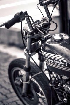 Harley Davidson Bike Pics is where you will find the best bike pics of Harley Davidson bikes from around the world. Harley Davidson Sportster, Harley Davidson Custom Bike, Hd Sportster, Harley Davidson Pictures, American Motorcycles, Old Motorcycles, Victory Motorcycles, Best Bike Shorts, Bike Photo