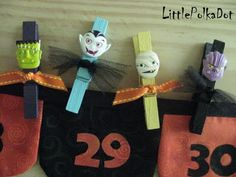 I needed a fun accessory to go with my New Halloween Advent Banner. So I took a cent bag of 50 clothes pins from Walmart, spray painte. Halloween Garland, Cute Halloween, Holidays Halloween, Halloween Outfits, Halloween Crafts, Holiday Crafts, Halloween Decorations, Halloween Clothes, Halloween Ideas