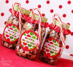 Christmas Crafts - Chex Mix in a Mason Jar