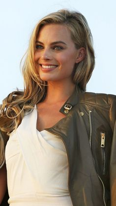 Look at this incredible Top Celebrity Margot Robbie and her wonderful smile? Look at this incredible Top Celebrity Margot Robbie and her wonderful smile? Best Hollywood Actress, Old Hollywood Actresses, Most Beautiful Hollywood Actress, Hollywood Undead, Young Actresses, Classic Hollywood, Beautiful Actresses, Vintage Hollywood, Actors & Actresses