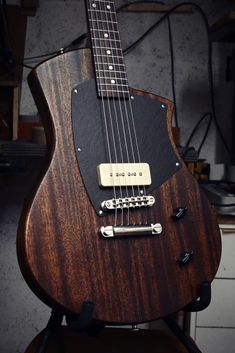 Girault Guitars - Luthier - Conception et fabrication sur mesure Best Acoustic Guitar, Guitar Diy, Music Guitar, Cool Guitar, Bass Ukulele, Ukelele, Bass Guitars, Custom Electric Guitars, Custom Guitars