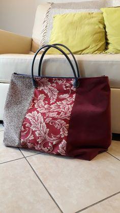 Fabric Handbags, Fabric Bags, Diy Bags Purses, Embroidered Bag, Jute Bags, Bag Patterns To Sew, Patchwork Bags, Types Of Bag, Denim Bag