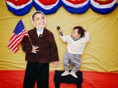 Na foto, Queenie colocou seu filho entrevistando o presidente norte-americano Barack Obama - 18 (© Queenie Liao)