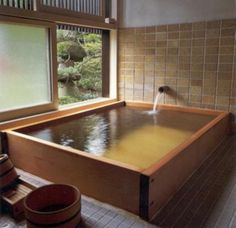 I want a tub like this.  極楽。