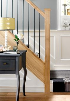 39 super ideas for stairs handrail design awesome Iron Stair Balusters, Black Stair Railing, Stair Banister, Stair Railing Design, Wood Railing, Wrought Iron Stairs, Banisters, Railings, Oak Stairs