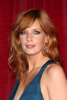 Kelly Reilly Long Wavy Cut with Bangs - Cabello Rubio Kelly Reilly, Silvester Make Up, Gorgeous Redhead, Long Layered Hair, Layered Hairstyle, Strawberry Blonde, Grunge Hair, Up Girl, New Hair