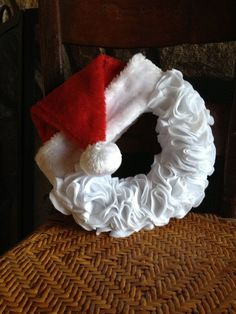 Santa Felt Wreath on . A felt wreath instead of the burlap that's so common now. Much easier to add seasonal details. Felt Wreath, Wreath Crafts, Diy Wreath, Christmas Projects, Ornament Wreath, Holiday Crafts, Holiday Fun, Santa Wreath, Burlap Wreaths