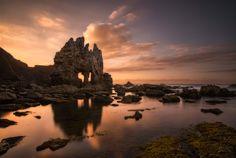 Playa de Portizuelo, Luarca (Asturias) - Las mejores playas de España para ver el atardecer Costa, Paraiso Natural, Tower Bridge, Nature Photos, Beautiful Landscapes, Land Scape, Monument Valley, Paradise, Spain