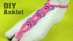 How to make a Macrame Anklet - Barefoot Sandal Tutorial. It's easy and beautiful summer jewelry for the feet. Barefoot Sandals Tutorial, Bare Foot Sandals, Macrame Bracelets, Summer Jewelry, Anklets, Jewelery, Crafts, Beautiful, Patterns