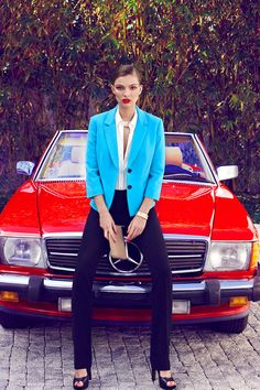 the red benz! I drive a red jeep.need this classic benz. Mercedes Girl, Mercedes Benz, Vogue Fashion, Fashion Models, Style Fashion, Turquoise Blazer, Business Chic, Mode Editorials, Editorial Fashion