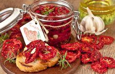 Cea mai ieftină conservă pentru iarnă - roșii uscate la cuptor! - Bucatarul Snack Recipes, Snacks, Yummy Appetizers, Tasty Dishes, Bruschetta, Tandoori Chicken, Pickles, Food And Drink, Vegan