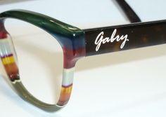 Scegli il tuo occhiale unico al mondo e personalizzalo con il tuo nome!