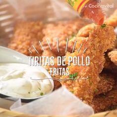 9 recetas con pollo frito crujiente para consentirte If you have a craving for fried chicken and do not know how to prepare it, we share some options that will surely fascinate you, try them, they will be crispy! Tasty Videos, Food Videos, Comida Diy, Deli Food, I Love Food, I Foods, Mexican Food Recipes, Chicken Recipes, Cooking Recipes