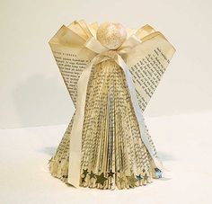 This is a pretty bookangel I made and also a tutorial how you can do your own. It's not complicated so I hope you dare to try. Folded Book Art, Paper Book, Book Page Crafts, Old Book Crafts, Xmas Crafts, Book Folding Patterns, Book Projects, Project Ideas, Bok
