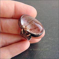 Крупный перстень с рутиловым кварцем.