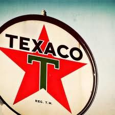 Vintage Texaco Sign on Route 66 Truck Signs, Car Signs, Classic Chevy Trucks, Classic Cars, Chevy Classic, Old Pickup Trucks, Old Gas Stations, Texaco, Retro Home Decor