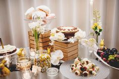 Dessert table   Photography by http://www.rossharvey.com/